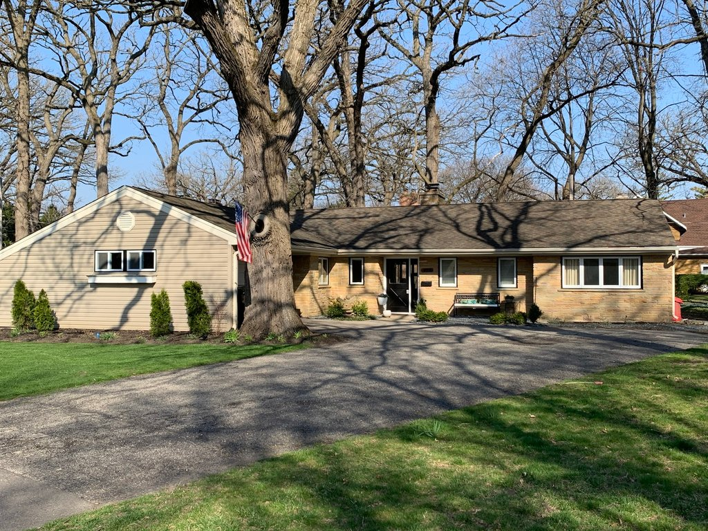 432 Arbor Court Libertyville, IL 60048