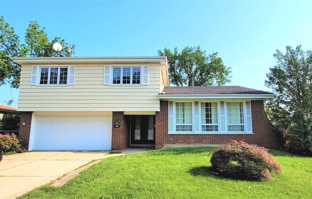 900 Greenwood Avenue Deerfield, IL 60015
