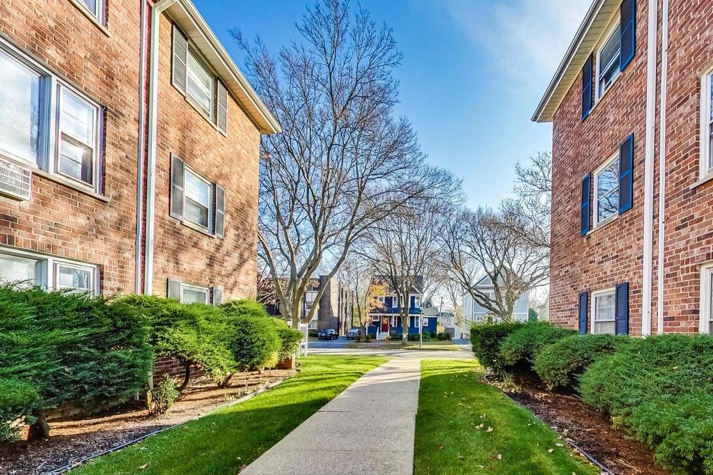 38 S Waiola Avenue,La Grange,IL-14144-2
