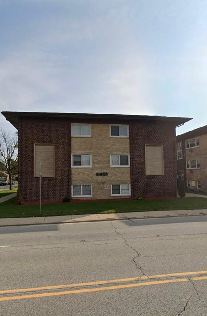 4401 PRESCOTT Avenue -1C Lyons, IL 60534