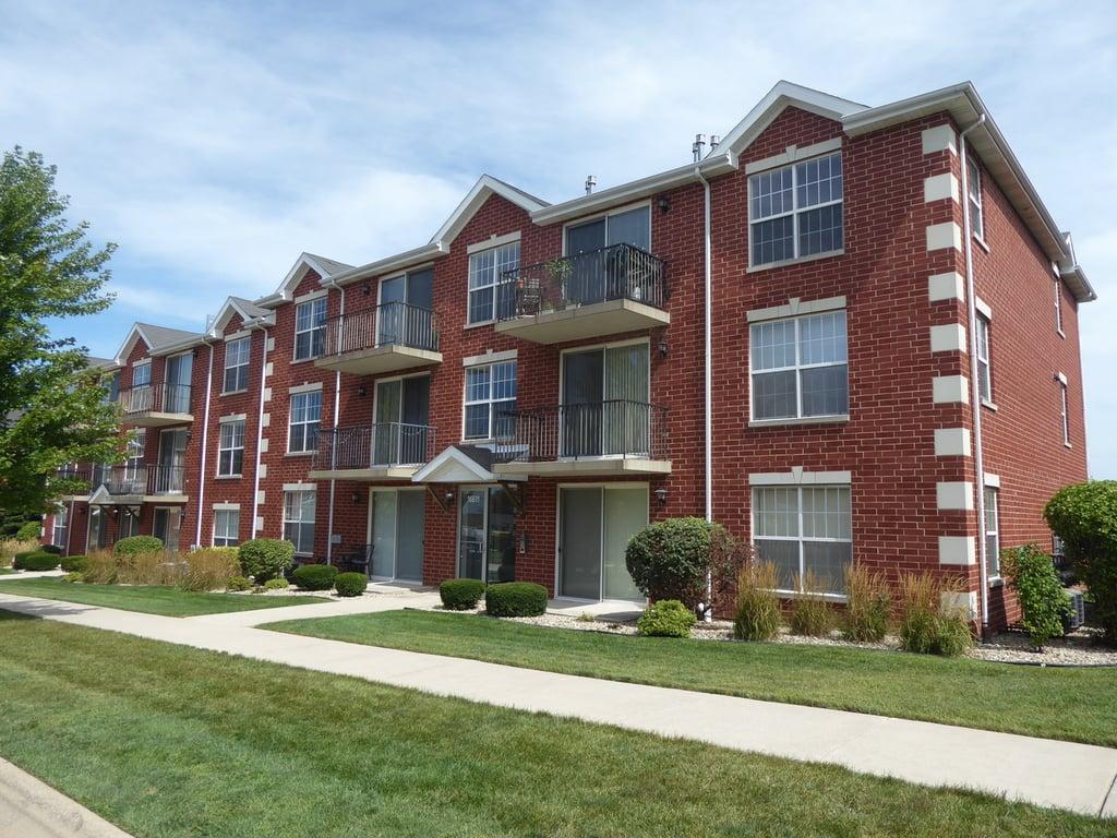16611 Liberty Circle -2N Orland Park, IL 60467