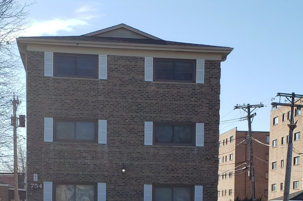 754 144th Street -1S Riverdale, IL 60827