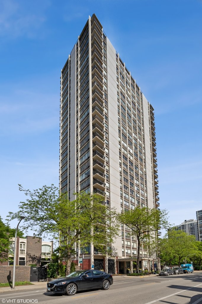 1355 N Sandburg Terrace -507D Chicago, IL 60610