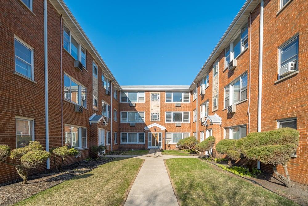 38 S Kensington Avenue,La Grange,IL-19464-1