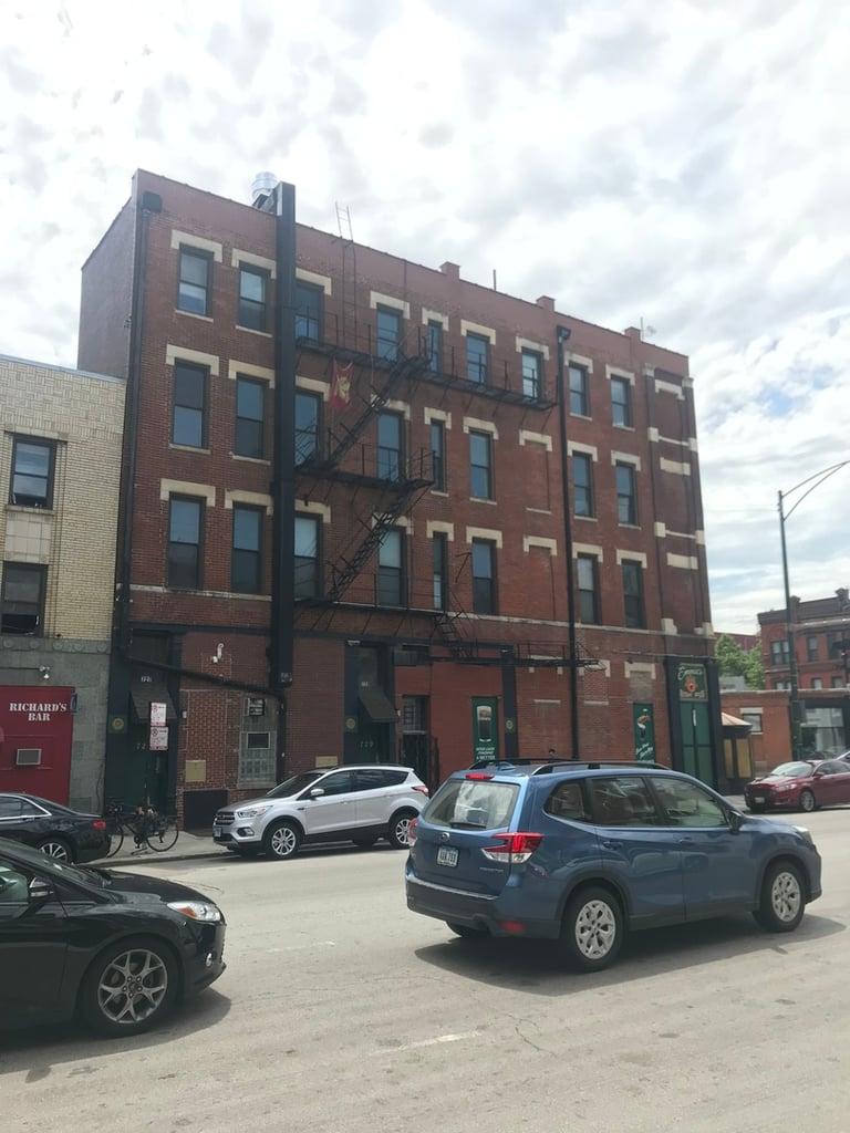 727 W Grand Avenue -3B Chicago, IL 60654