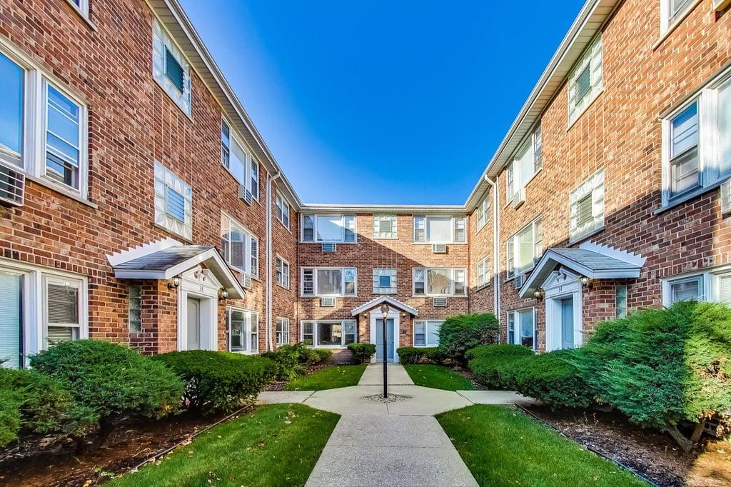 38 S Waiola Avenue,La Grange,IL-10259-1