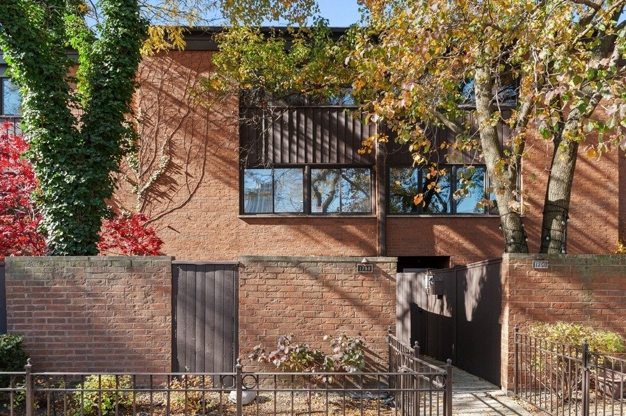 1748 N Saint Michael's Court Chicago, IL 60614