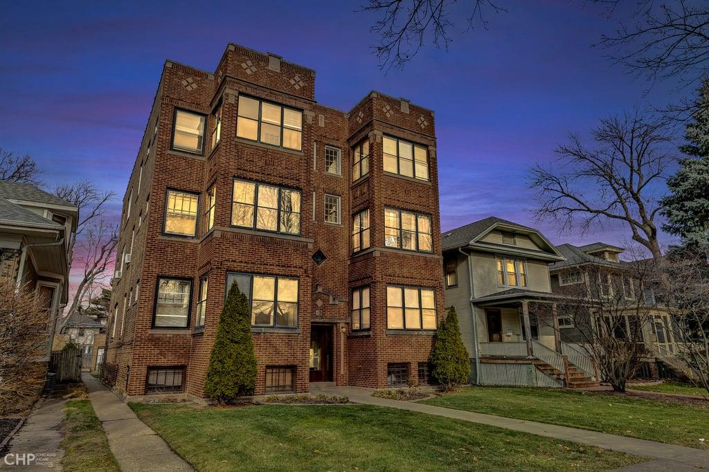 1942 W Farwell Avenue -2W Chicago, IL 60626