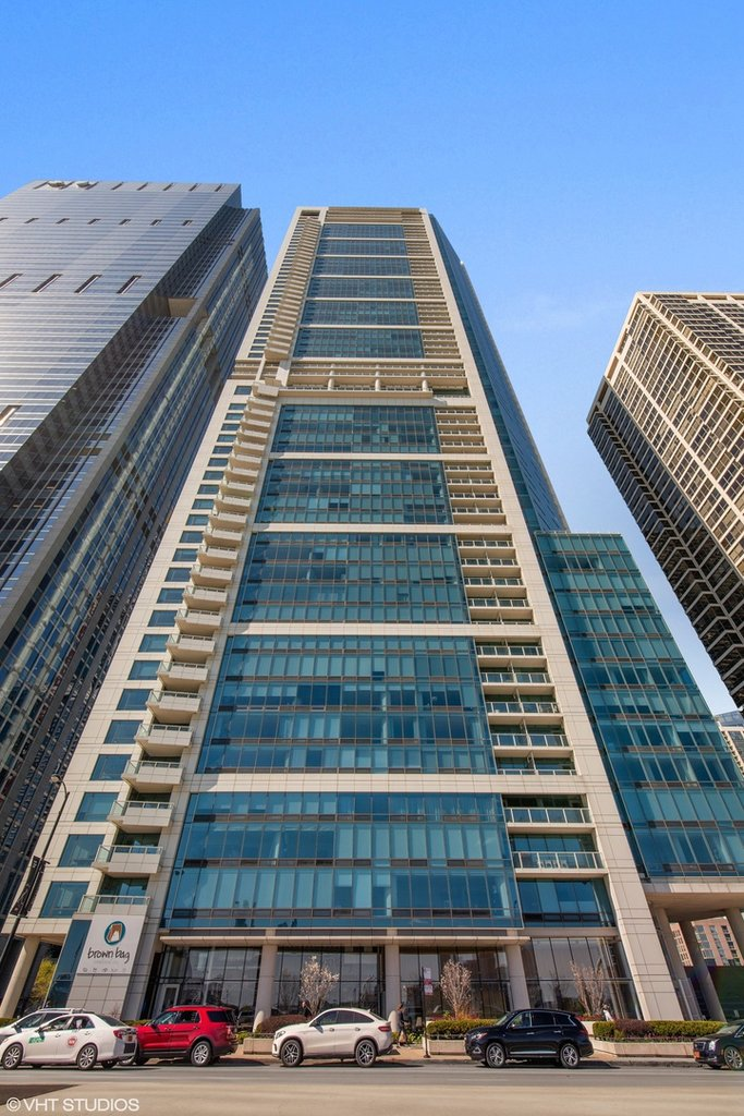 340 E RANDOLPH Street -3403 Chicago, IL 60601