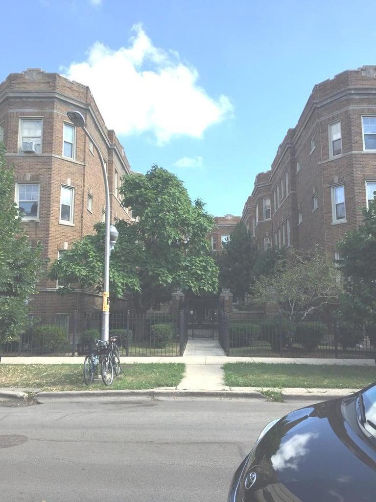 832.5 W Sunnyside Avenue -1E Chicago, IL 60640
