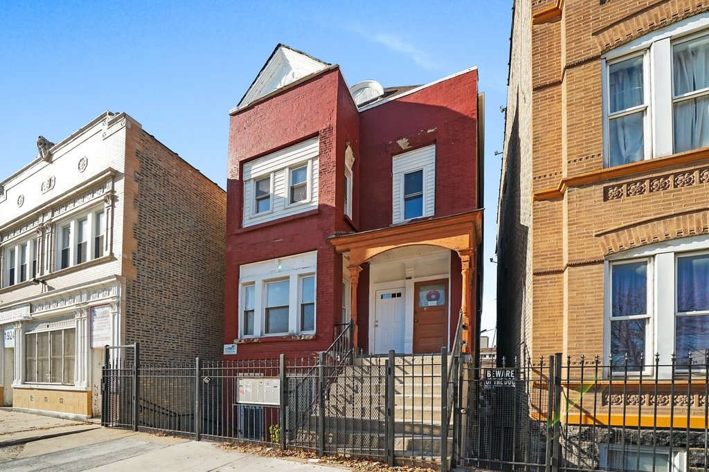 1922 S Leavitt Street -1F Chicago, IL 60608