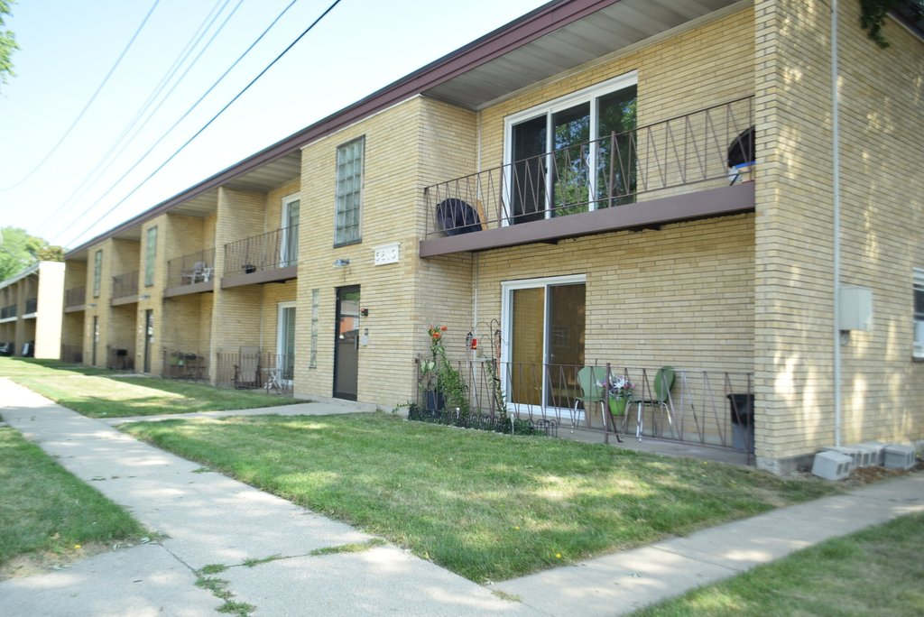 5810 107th Court Way -6 Chicago Ridge, IL 60415