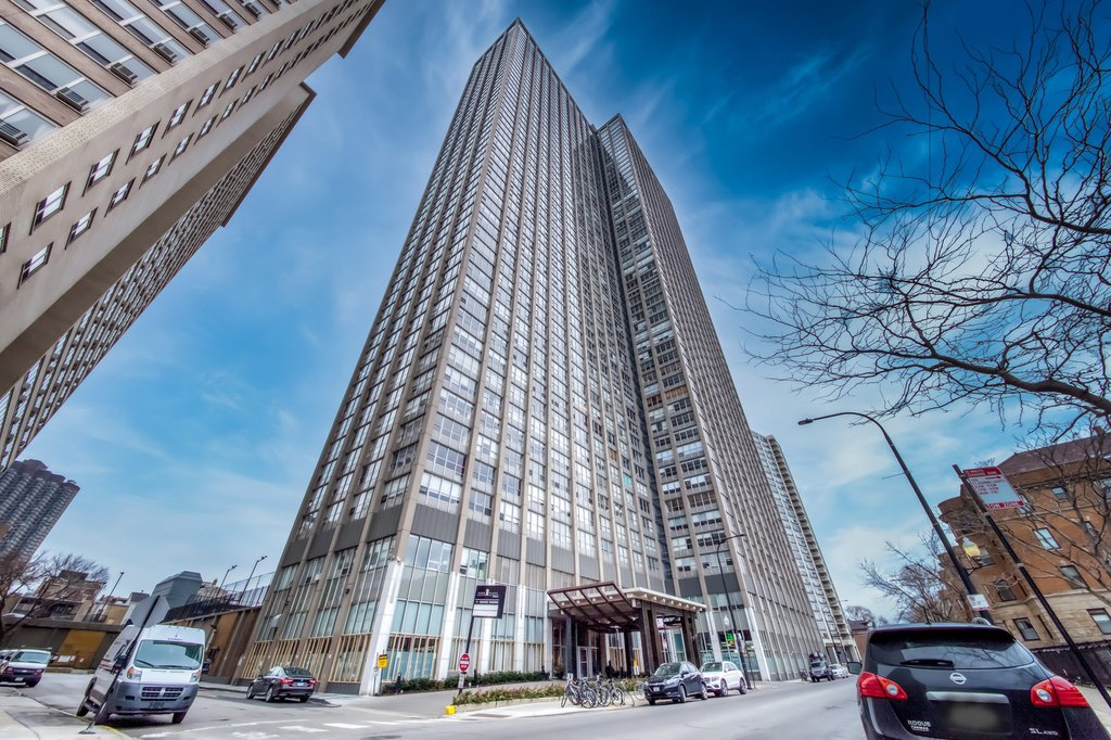 655 W IRVING PARK Road -804 Chicago, IL 60613