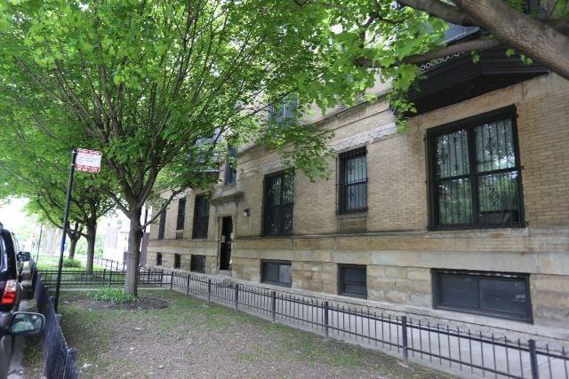 1023 W Grace Street -1E Chicago, IL 60613