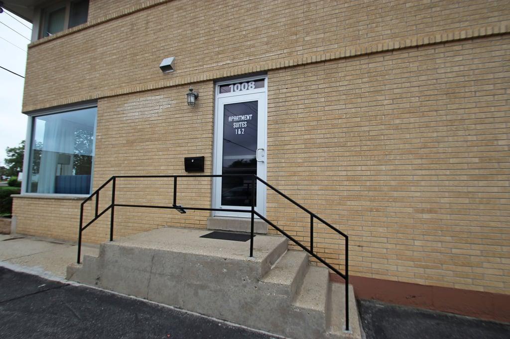 1008 N Milwaukee Avenue -2 Libertyville, IL 60048