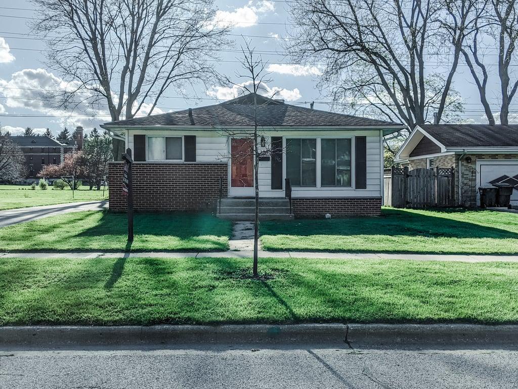 123 Woodland Road Libertyville, IL 60048