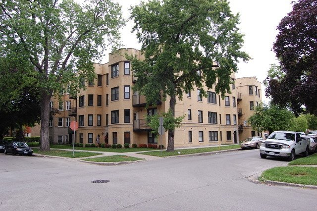 2816 W Arthur Avenue -1 Chicago, IL 60645