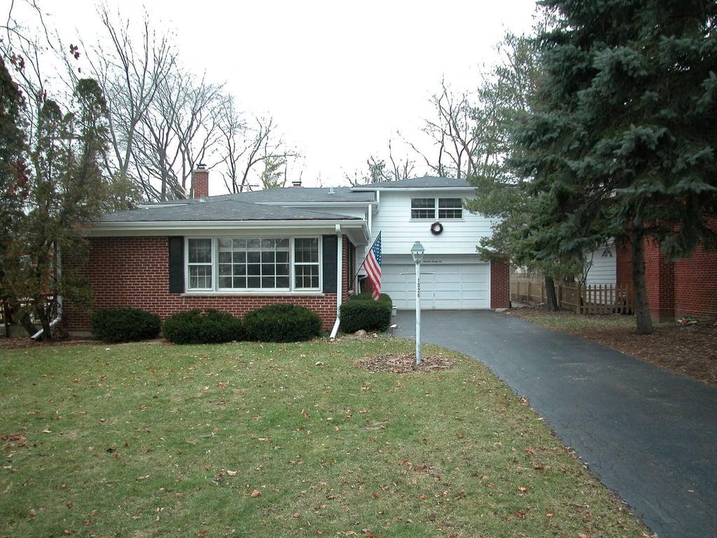 1326 MEADOW Lane Deerfield, IL 60015