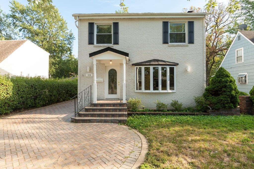 919 Greenwood Avenue Deerfield, IL 60015