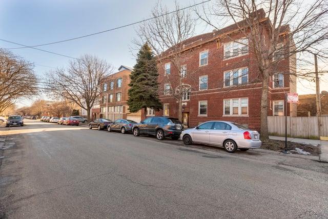 1763 W Sunnyside Avenue -2E Chicago, IL 60640