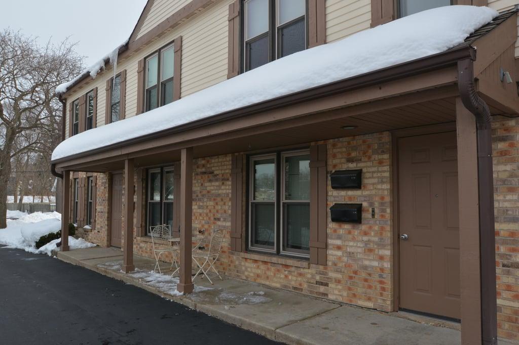 131 Newberry Avenue -2S Libertyville, IL 60048