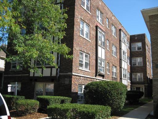 27 S MADISON Avenue -1-B La Grange, IL 60525