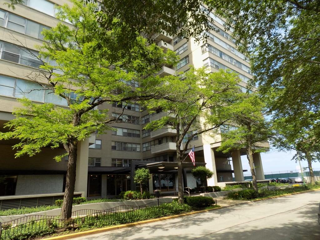 6301 N Sheridan Road -19O Chicago, IL 60660