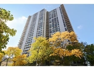 1255 N Sandburg Terrace -1812 Chicago, IL 60610