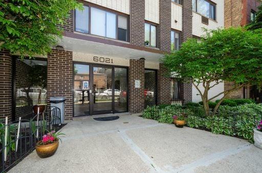 6029 N Winthrop Avenue -407 Chicago, IL 60660