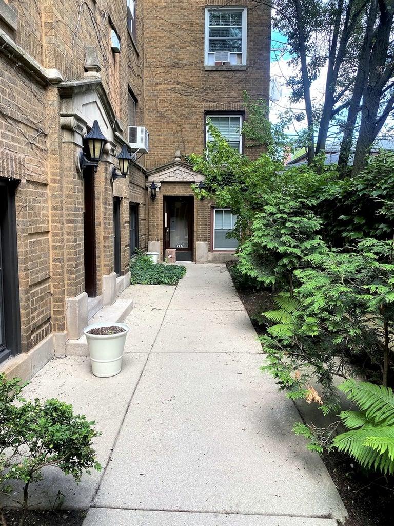 1929 N Howe Street -1W Chicago, IL 60614