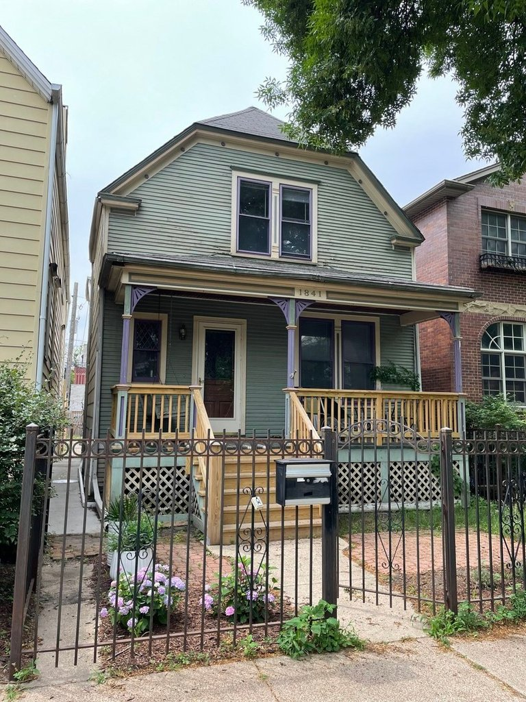 1841 W Wellington Avenue Chicago, IL 60657
