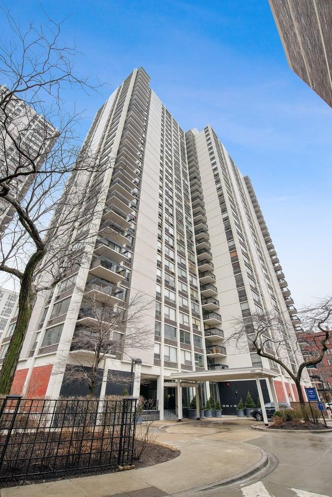 1460 N Sandburg Terrace -908A Chicago, IL 60610