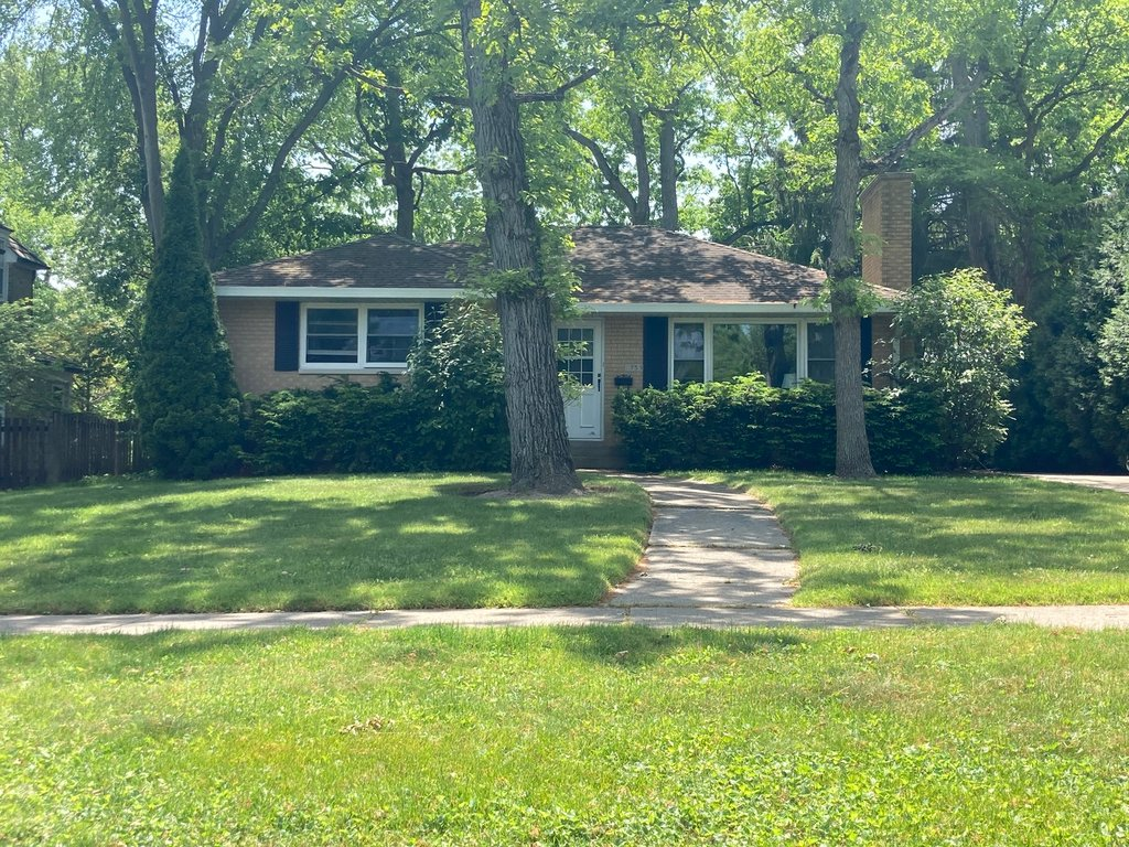 755 GREENVIEW Place Lake Forest, IL 60045