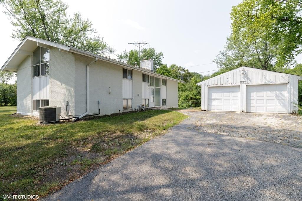 2184 New Willow Road #  Northfield IL 60093