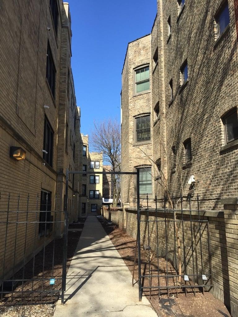646.5 W Roscoe Street -1N Chicago, IL 60657
