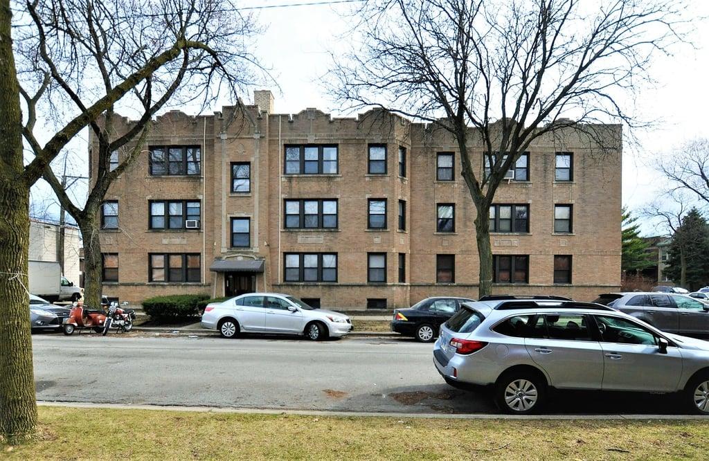 2421 W HOLLYWOOD Avenue -2 Chicago, IL 60659