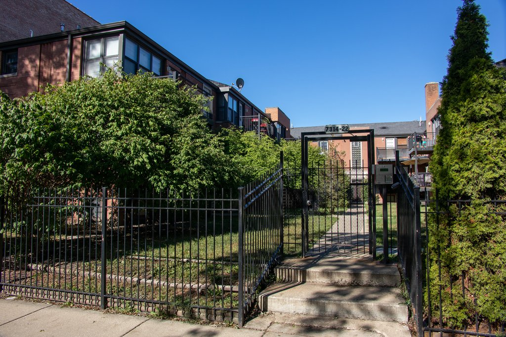 7318 N WINCHESTER Avenue -1N Chicago, IL 60626