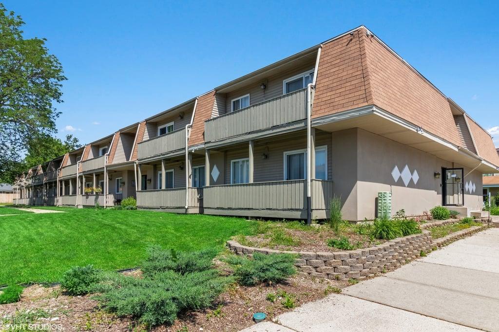 15938 LeClaire Avenue -102 Oak Forest, IL 60452