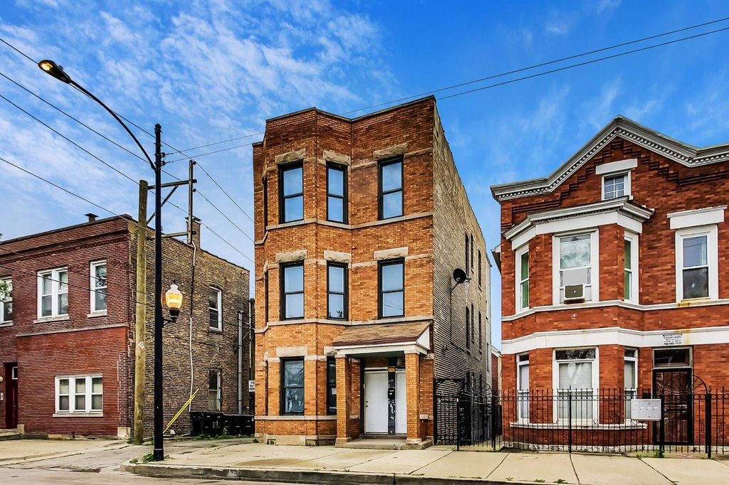 2213 W 23rd Place -1F Chicago, IL 60608