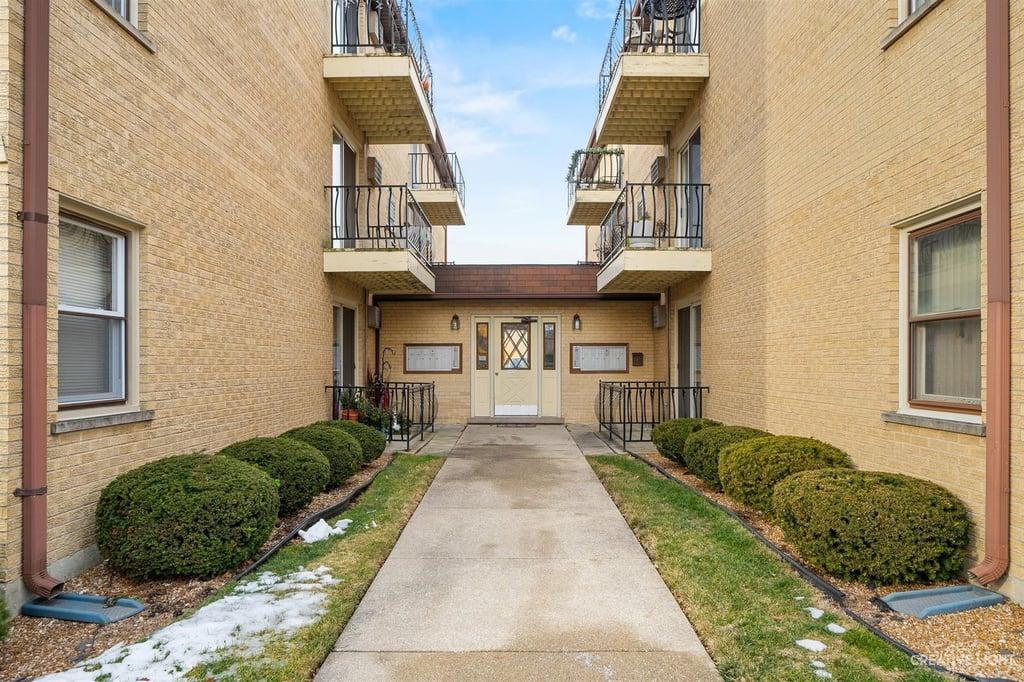 2400 N 76th Avenue -3W Elmwood Park, IL 60707