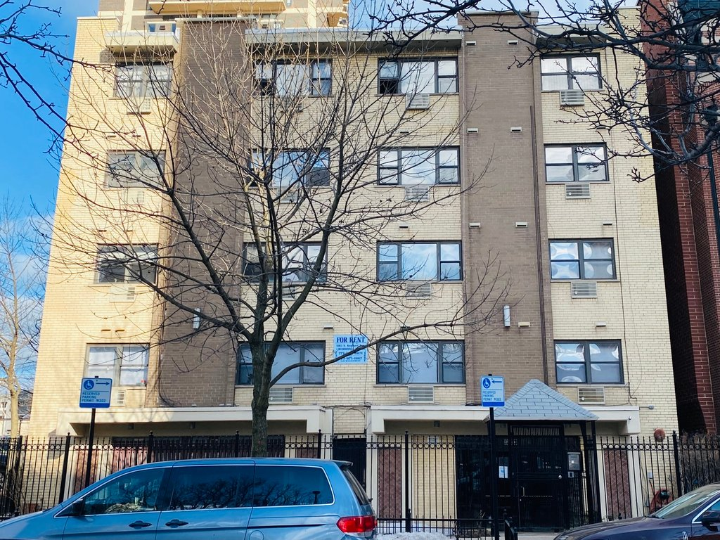 6163 N KENMORE Avenue -204 Chicago, IL 60660